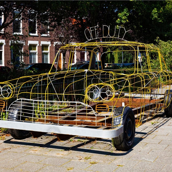 a 1 to 1 sculpture of the oldscool yellow Taxi, RoRo buiten, Rotterdam